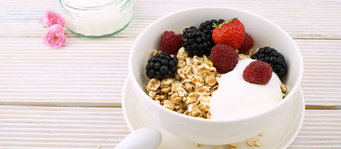 Greek yoghurt with cereal
